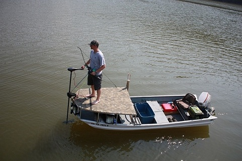 Viewing a thread bowfishing boat build for Bow fishing platform