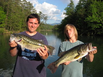 4lb Spot (left) 6lb Largemouth (Right) Good for a 16lb bag that day out of Parksville